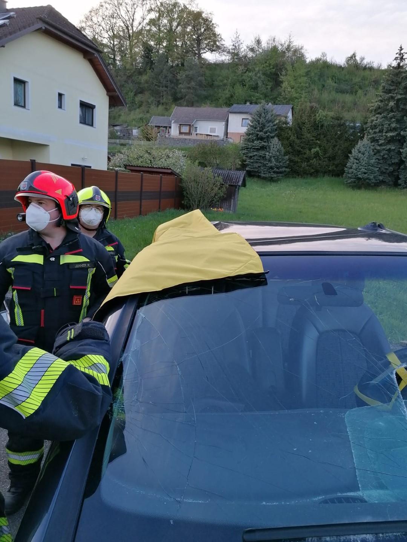 Gruppenuebungen-Hydraulischer-Rettungssatz-KW-18-14